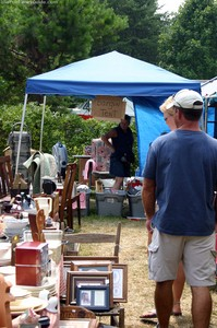 flea-market-shoppers.jpg