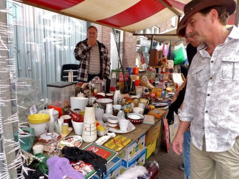 How can you become a flea market vendor?